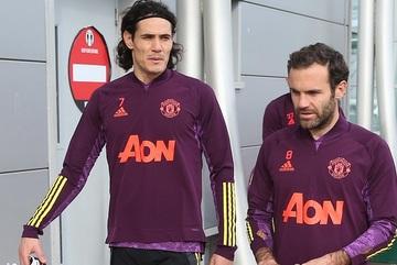 MU hoãn gia hạn Cavani, Juan Mata