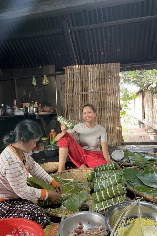 Về quê ăn Tết: Sao Việt hết vặt lông gà đến rửa cả chậu bát