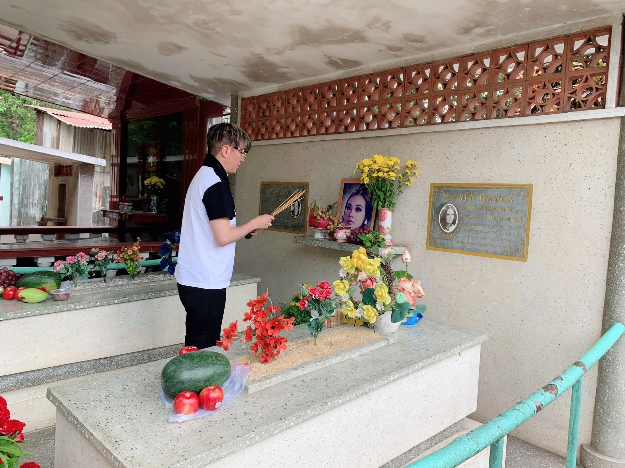 Đàm Vĩnh Hưng, Vũ Hà viếng mộ 'Nữ hoàng sân khấu' Thanh Nga