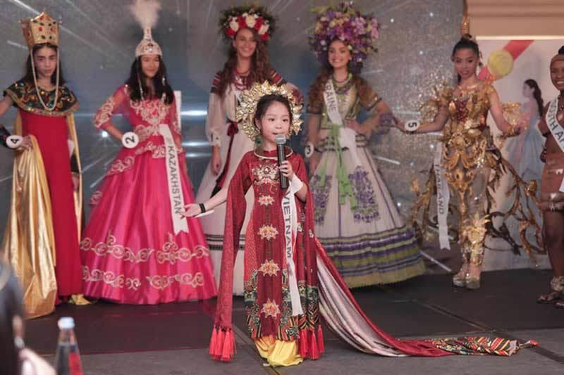 Nhan sắc nhí đầu tiên nhận học bổng từ Học viện đào tạo Hoa hậu Venezuela