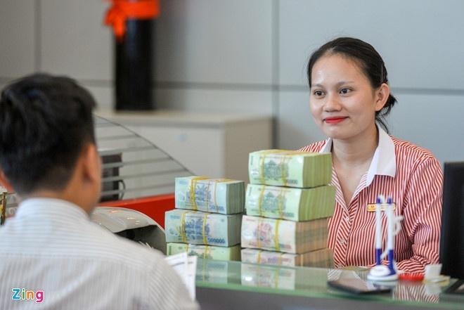 Đằng sau thưởng Tết cao của nhân viên ngân hàng