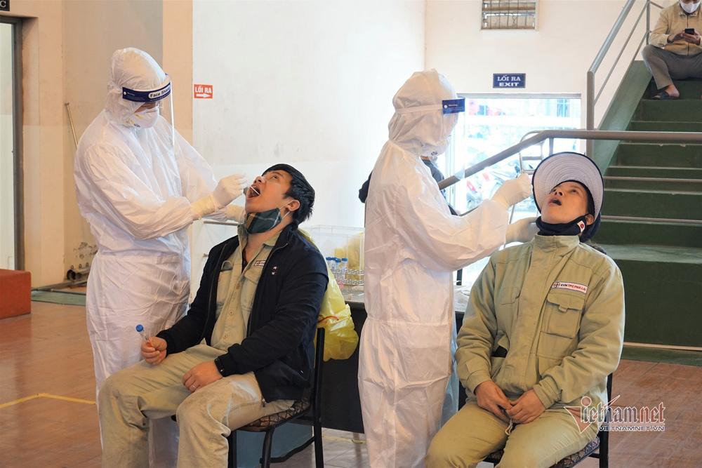 Nhật kí mùng 3 Tết: TP.HCM dệt dày thêm tấm lưới tầm soát dịch Covid-19