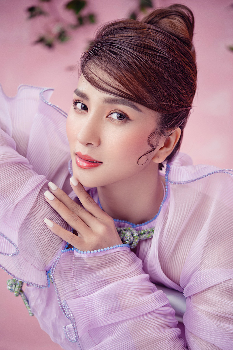 Kim Tuyến hoá nàng thơ xinh đẹp ngày Tết