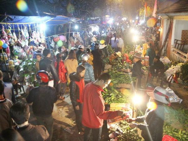 Phiên chợ Tết xuyên đêm, mỗi năm chỉ họp một lần duy nhất