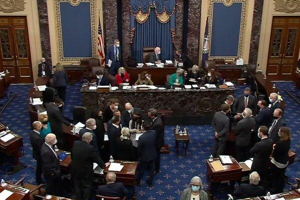 Lãnh đạo phe Dân chủ phản ứng trước việc tha bổng ông Trump