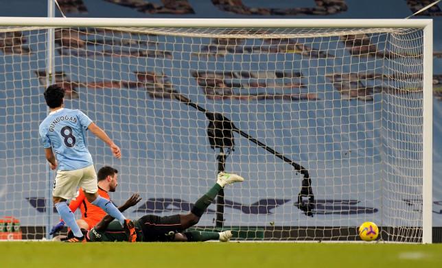 Mourinho mỉa mai Man City được thiên vị