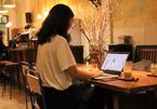Nhiều người trẻ TP.HCM tới quán cà phê mở xuyên Tết để làm việc