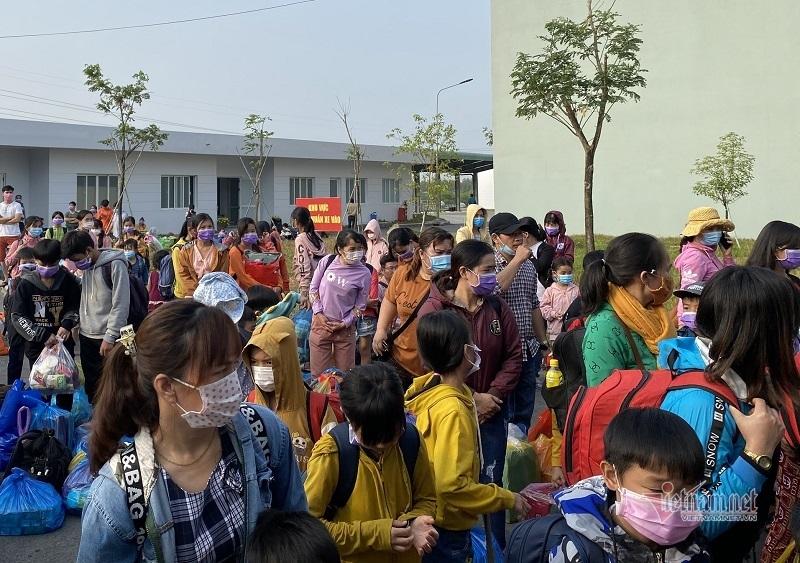 Hơn 100 trẻ em ở Bình Dương được rời khu cách ly về nhà ngày mùng 3 Tết