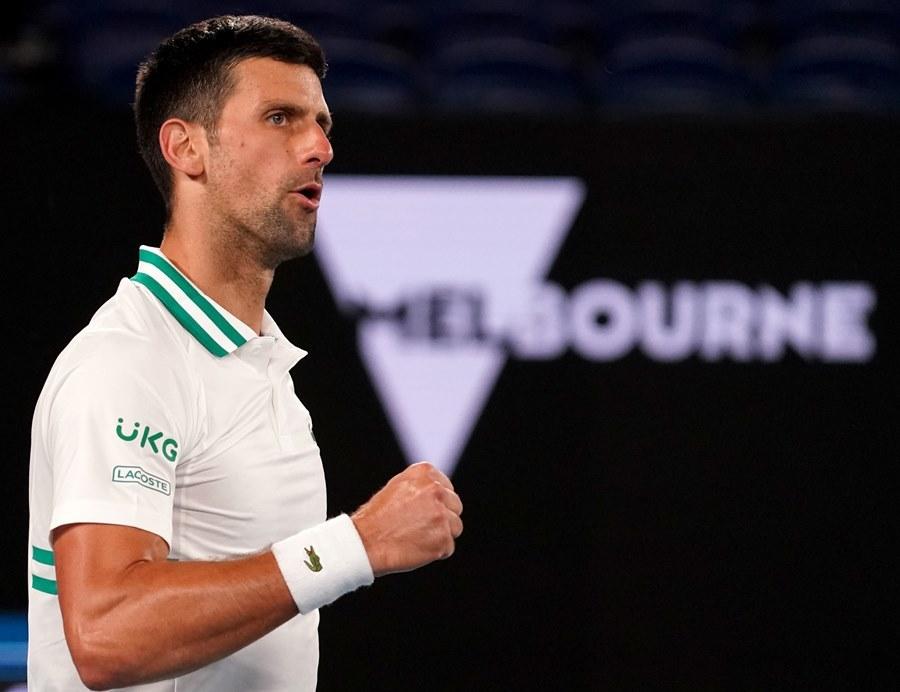 Hạ cây sào Raonic, Djokovic book vé tứ kết