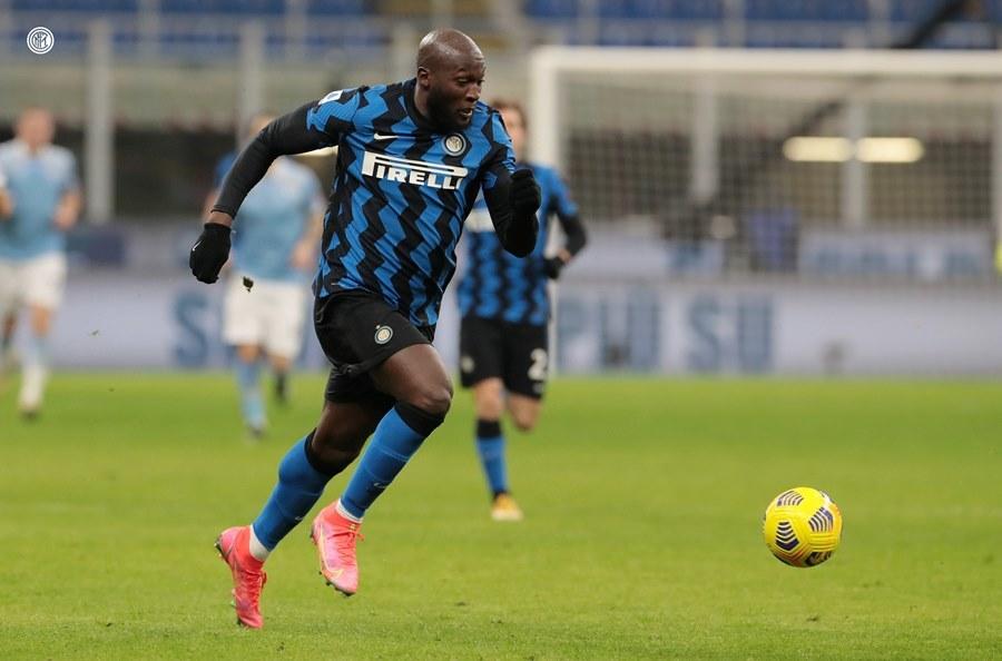 Lukaku thăng hoa, Inter Milan lên đỉnh Serie A