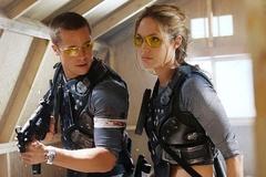 Trang phục của Brad Pitt và Angelina Jolie từ phim đến ngoài đời