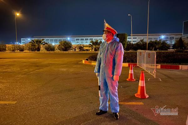 Nghìn người xuyên đêm lập chốt cách ly xã hội toàn tỉnh Hải Dương