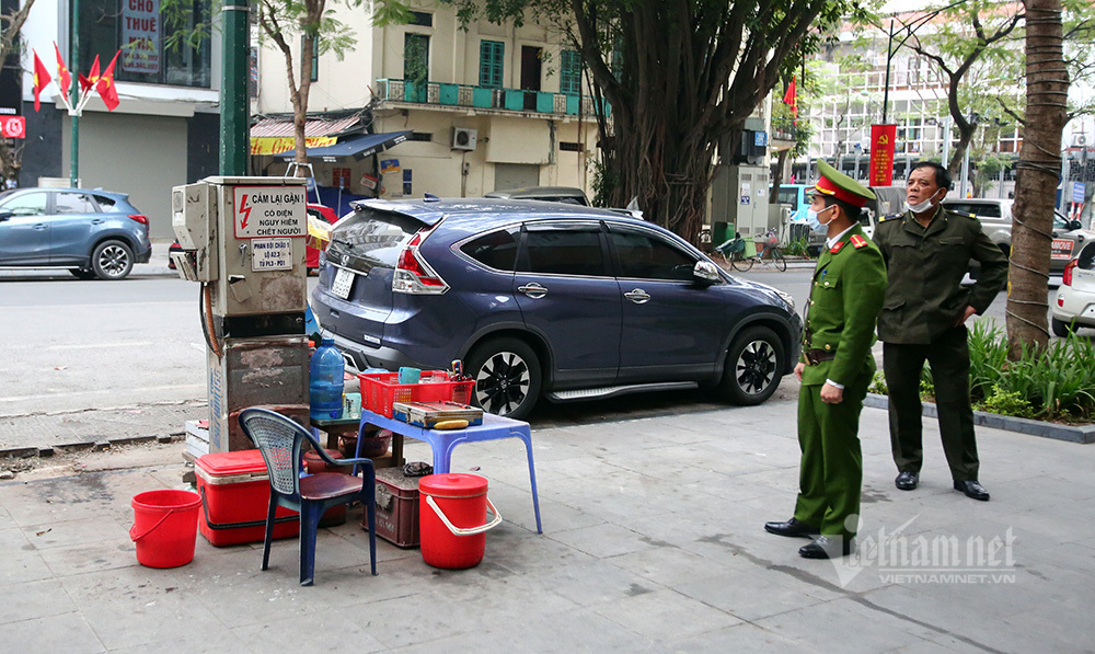 Hà Nội: Hàng ăn chỉ bán cho khách mua mang về