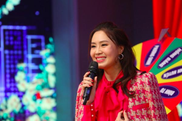 Việt Anh hết ngại cảnh hôn nhờ Quỳnh Nga
