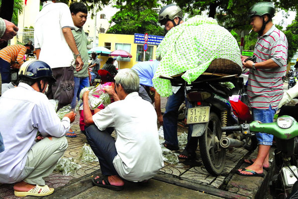 Chợ 'độc' giữa Sài Gòn