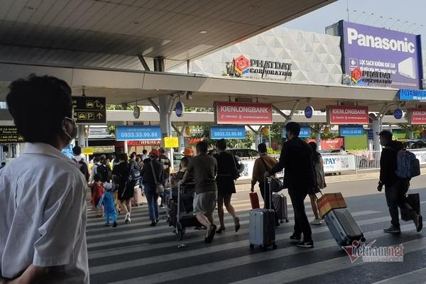 Bến xe, nhà ga ở TP.HCM đông khách, đường cửa ngõ thông thoáng