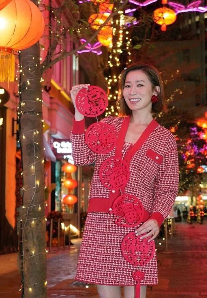 Dàn sao Hong Kong khoe ảnh đoàn tụ gia đình dịp năm mới