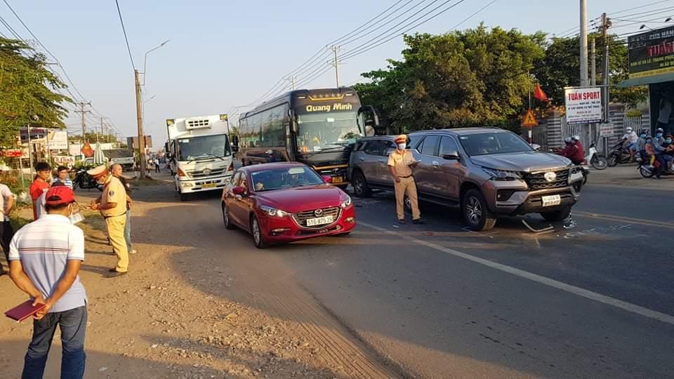 Bốn ô tô tông liên hoàn, nghìn xe tê liệt trên quốc lộ 1