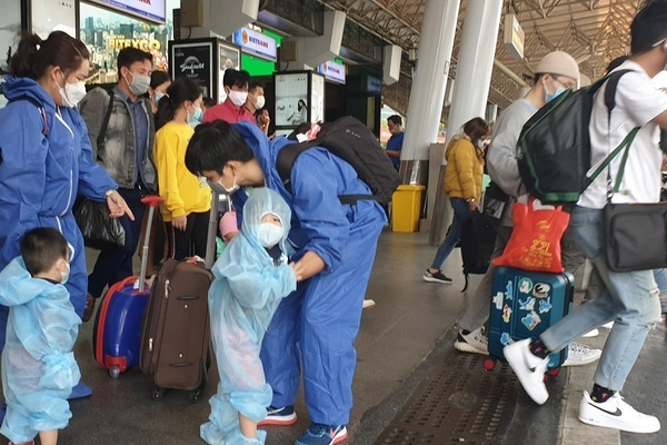 TP.HCM công bố kế hoạch cách ly người trở về từ 11 tỉnh có dịch