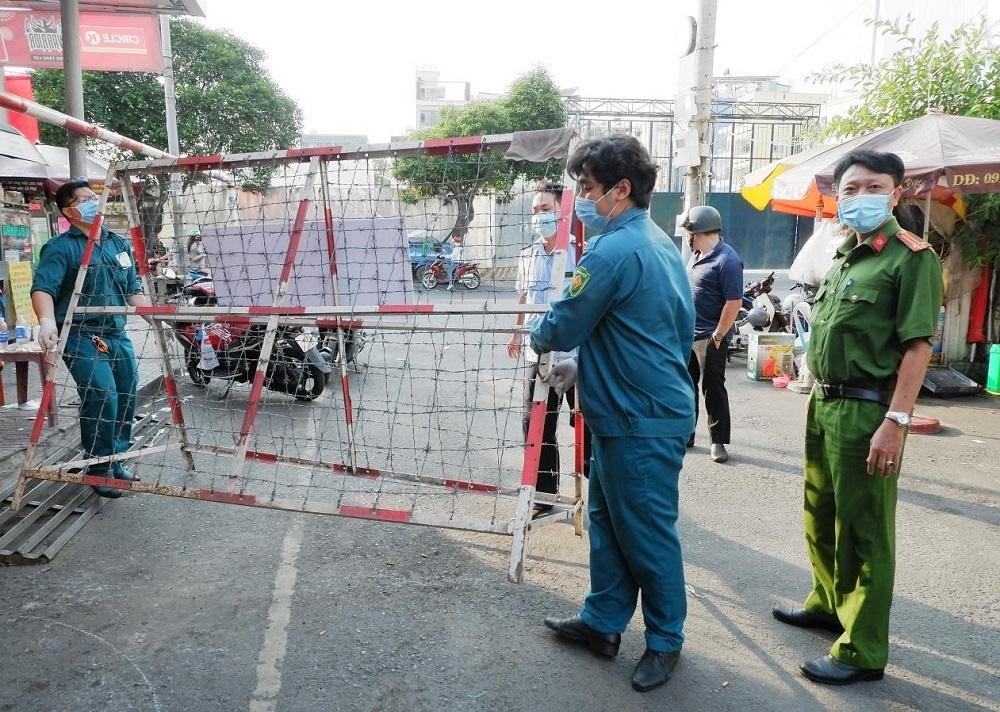 TP.HCM còn 12 điểm phong tỏa liên quan chuỗi lây nhiễm sân bay Tân Sơn Nhất