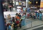 Nhật ký mùng 6 Tết: Hà Nội yêu cầu hàng ăn giãn cách, TP.HCM cách ly người về từ 11 tỉnh có dịch