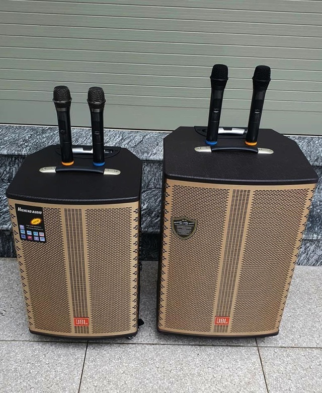Dân ở nhà tránh dịch, thiết bị karaoke tại gia 'cháy hàng' đầu năm mới