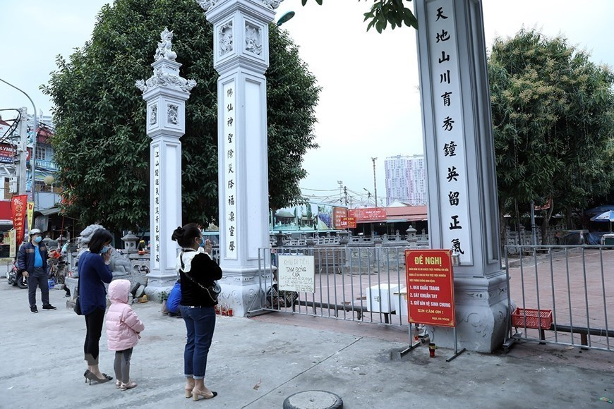 Hanoi orders closure of streetside stalls, religious sites