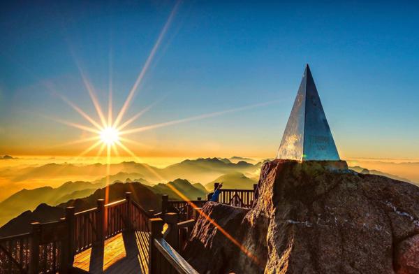 Du Xuân, cầu an đầu năm mới trên đỉnh Fansipan