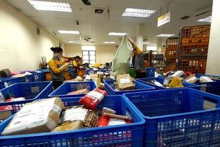Bưu điện chuyển phát gần 1.000 bưu gửi hỏa tốc dịp Tết Nguyên đán