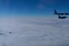 Xem máy bay chiến đấu Nga, Pháp chạm trán trên không