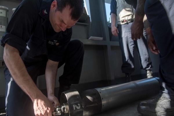Sức mạnh của tàu chiến Mỹ mới đi ngang qua quần đảo Trường Sa