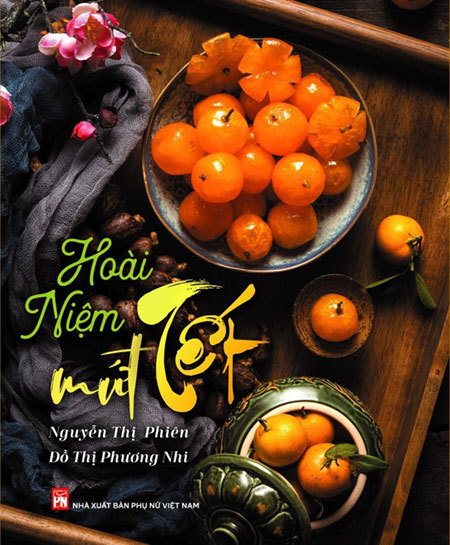 Culinaryexperts'bookaboutsweet dishes in Hue stylereleased