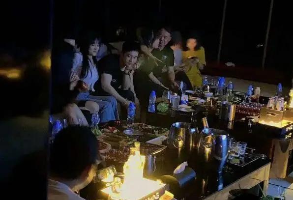 Huỳnh Hiểu Minh phủ nhận khi bị tố vui chơi với 10 cô gái
