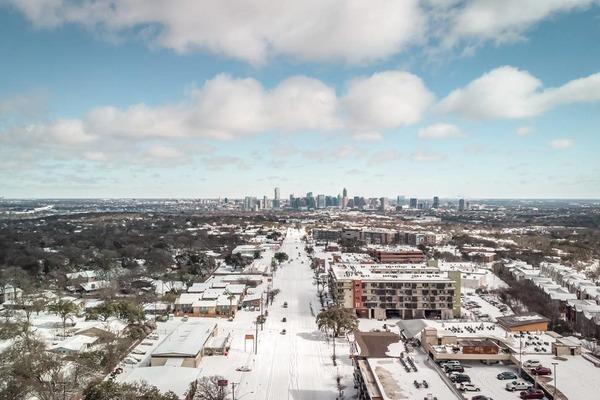 Hình ảnh nước Mỹ oằn mình chống đỡ mùa bão tuyết lịch sử