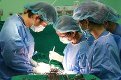 Cô gái vô sinh vì dùng kim đâm trực tiếp khối u xơ tử cung