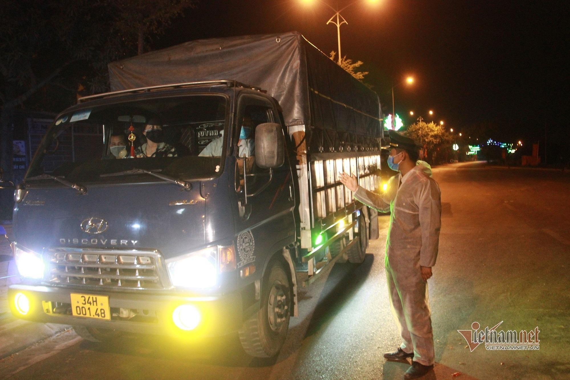 Bộ Y tế yêu cầu xét nghiệm Covid-19 cho lái xe vận chuyển hàng hóa ra vào ổ dịch
