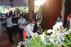 Người dân viếng nguyên Phó Thủ tướng Trương Vĩnh Trọng tại quê nhà