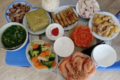 Chị em 'hô biến' thức ăn thừa sau Tết thành các món thơm ngon, không lo bị ngán