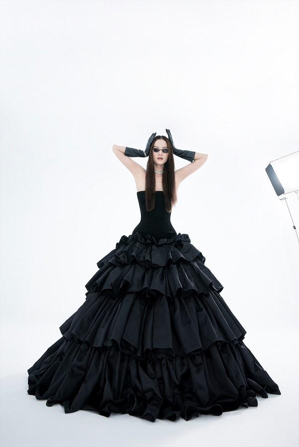 Hương Ly nữ tính, mạnh mẽ trong thiết kế lấy cảm hứng từ chính mình