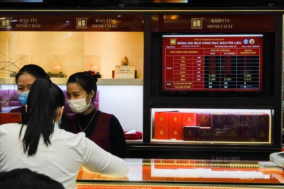 Giá vàng quá chênh lệch: Đơn vị kinh doanh đẩy rủi ro cho người mua vàng?