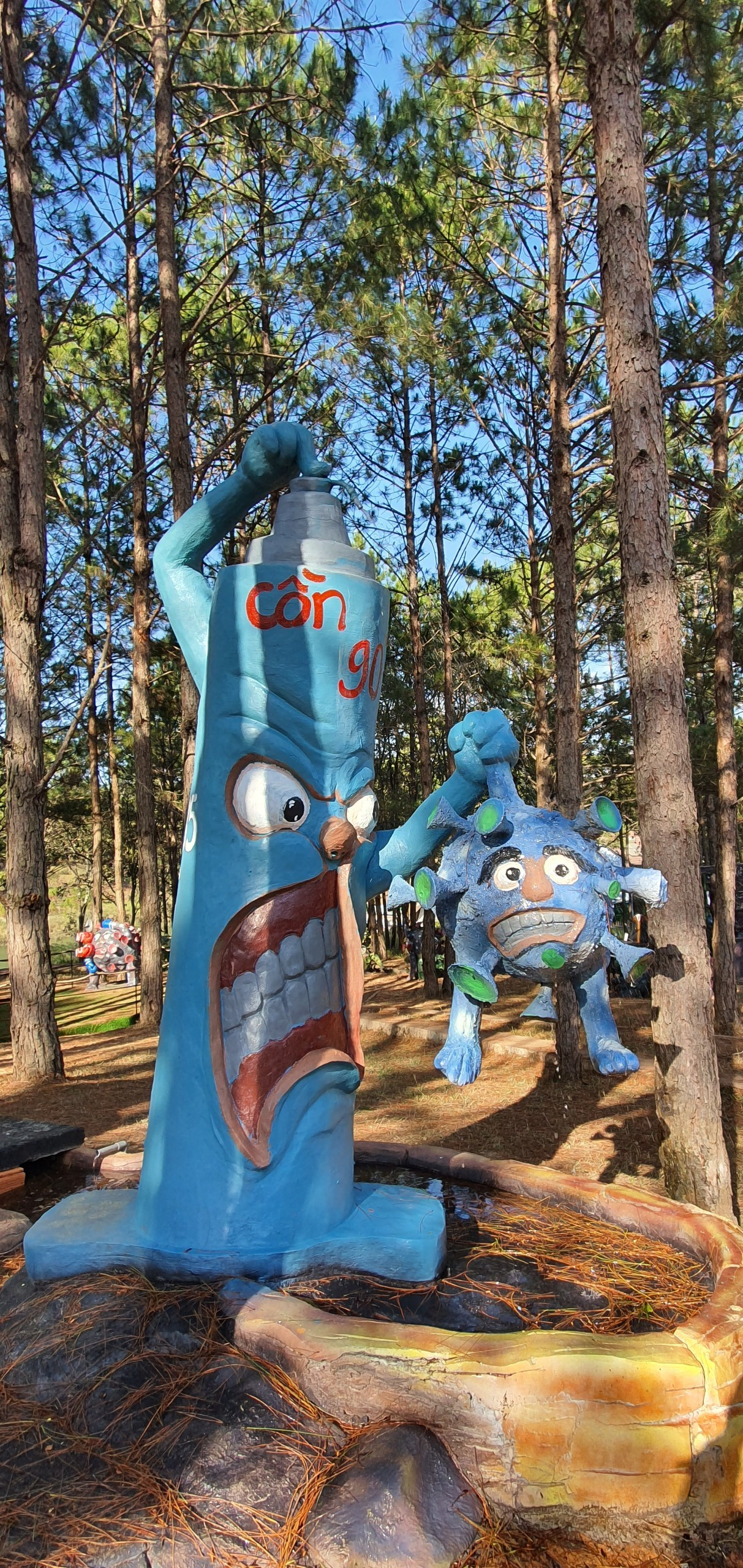 Công viên chống dịch Covid-19 qua điêu khắc ấn tượng ở Đà Lạt
