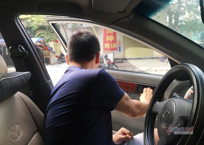 Mở cửa ô tô: Việc tưởng dễ mà không dễ