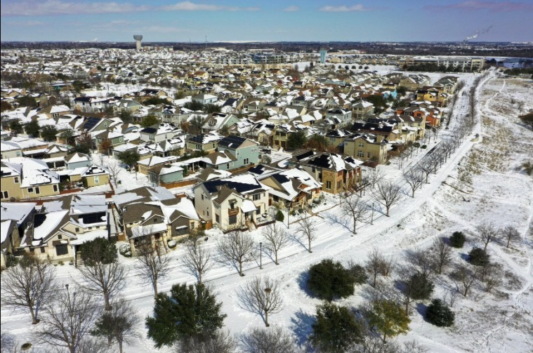 Hình ảnh cuộc sống 'đóng băng' của người Mỹ trong thảm họa bão tuyết