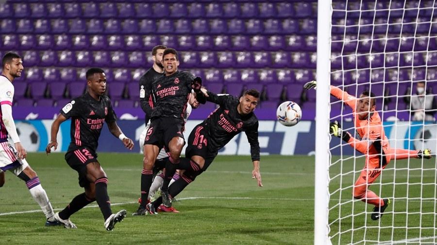 Casemiro hóa người hùng, Real phả hơi nóng vào gáy Atletico