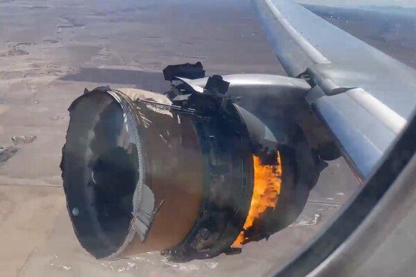 Video máy bay chở hàng trăm người cháy động cơ ngùn ngụt trên không