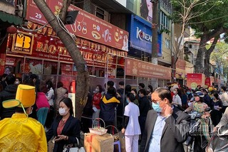 People flock to buy gold on the God of Wealth Day