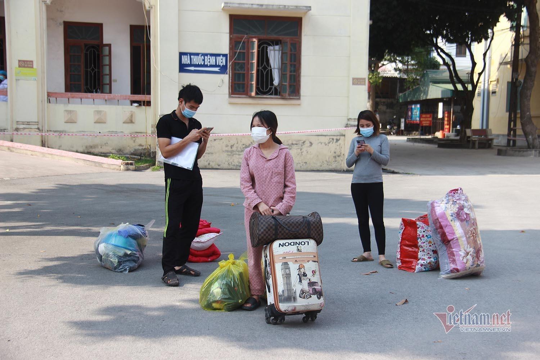 Hình ảnh 90 bệnh nhân Covid-19 tâm dịch Chí Linh ngày ra viện