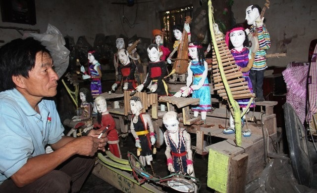 Water puppetry made from discarded materials