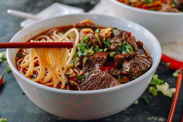 """4 thực phẩm được chuyên gia đánh giá là """"sát thủ"""" dễ gây ung thư ruột, hầu hết đều là món người Việt ăn mỗi ngày"""