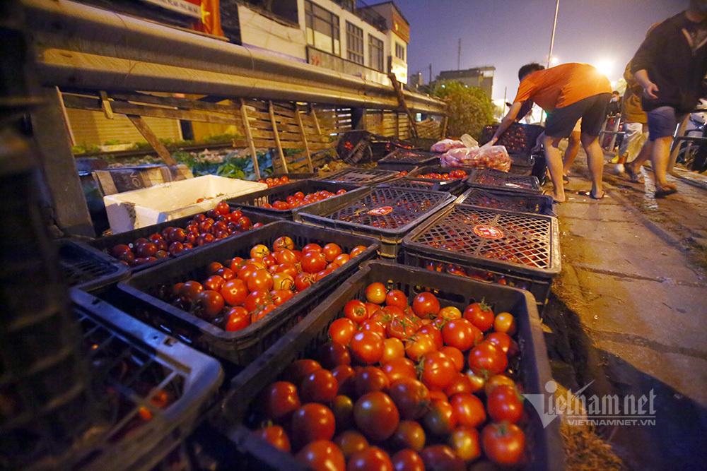Một đêm giải cứu: 250 tấn rau, 10 vạn trứng gà Hải Dương về Hà Nội